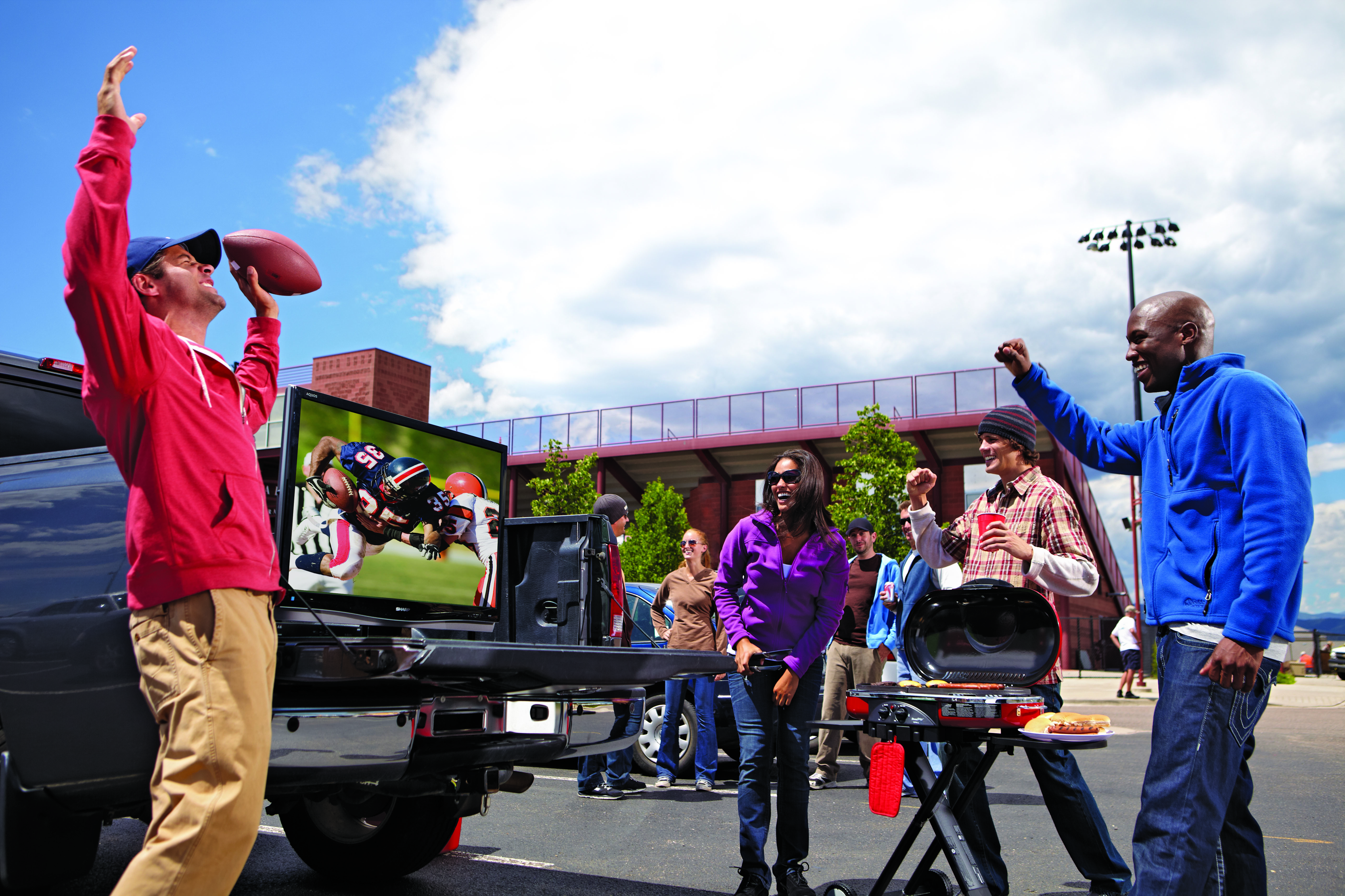 Tailgating 101: Tips on How to Throw the Best Party of the Season